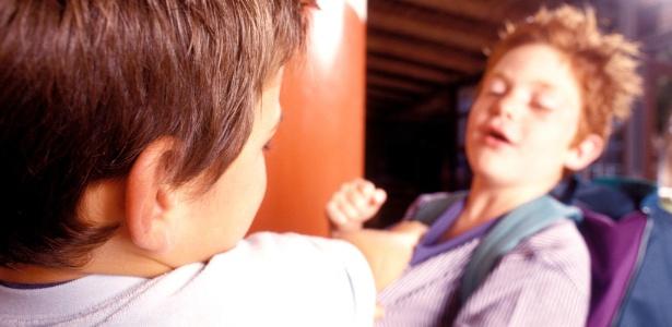Mesmo sem perceber, pais podem estimular a competição entre os filhos, o que gera as brigas