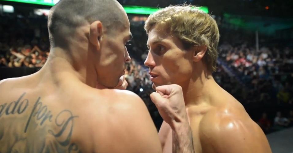 Renan Barão e Urijah Faber (e) tem encarada tensa na pesagem do UFC 149