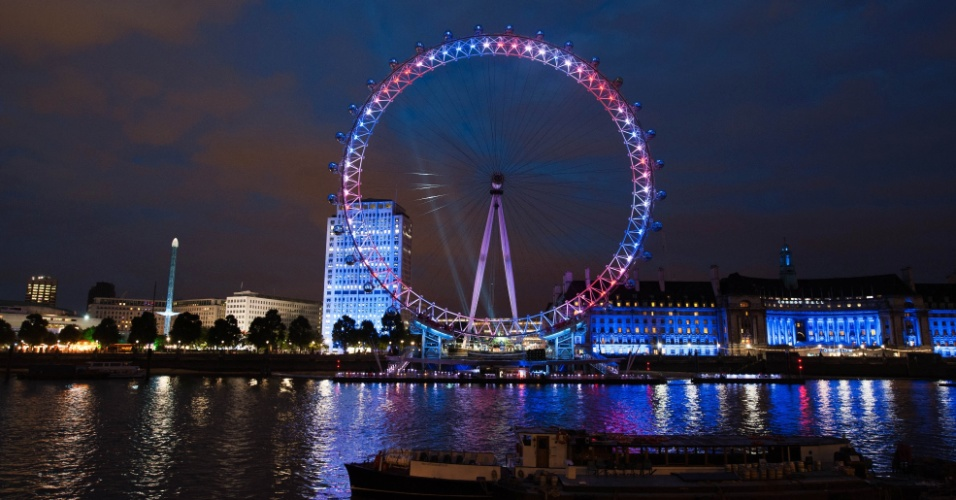 Roda-gigante London Eye é iluminada com as cores do Reino Unido (19/07/2012)