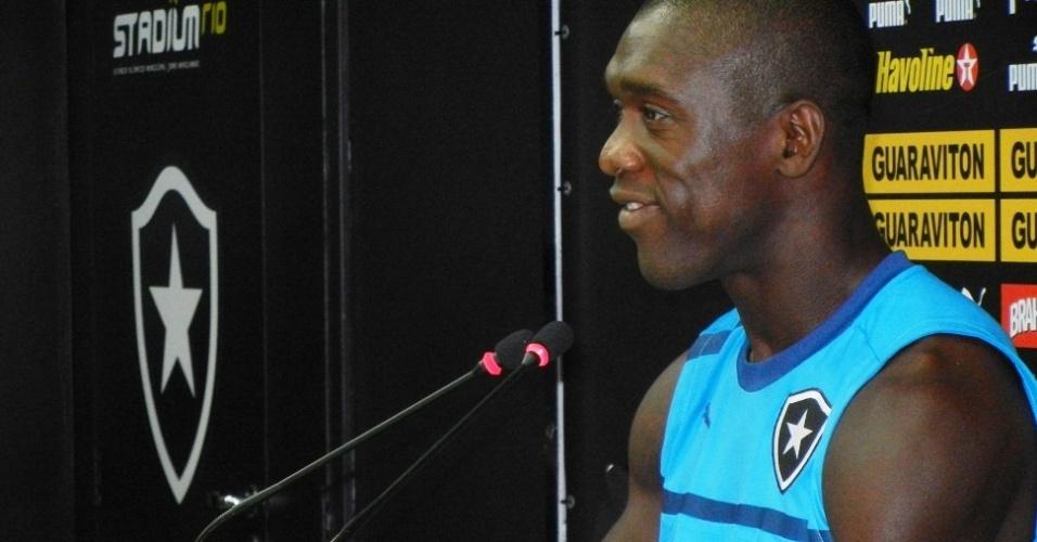 Seedorf mais uma vez distribuiu sorrisos em sua coletiva pelo Botafogo