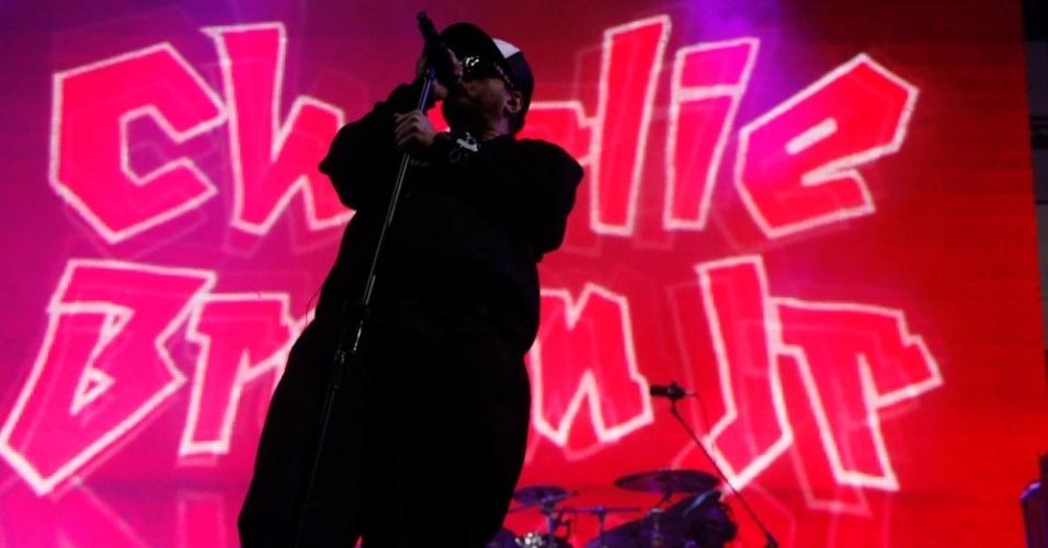 Chorão canta em show do Charlie Brown Jr. no 11º Mix Festival, que reúne nomes do pop rock nacional na Arena Anhembi, em São Paulo (21/7/12)