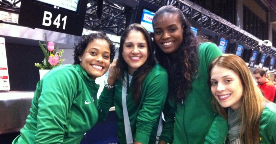 Meninas do vôlei brasileiro embarcam para Londres para disputa das Olimpíadas