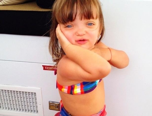 """Ticiane Pinheiro publicou uma foto da filha, Rafaela Justus em comemoração ao terceiro aniversário da menina. """"Parabéns para minha princesa!!! Há 3 anos a minha vida ficou mais colorida! Te Amo Rafinha!!!"""", escreveu a apresentadora (21/7/12)"""
