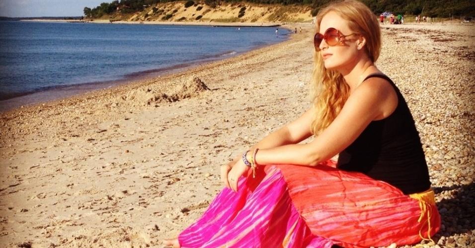 De férias nos EUA, Angélica relaxa em praia aos seis meses de gravidez (21/07/2012)