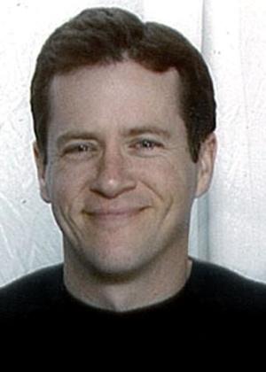 Gordon W. Cowden, de 51 anos, foi a vítima mais velha do tiroteio. Ele tinha ido ao cinema com seus dois filhos adolescentes