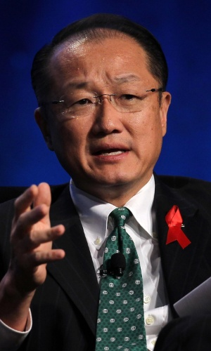 23.jul.2012 - O presidente do Banco Mundial, Jim Yong Kim, participa de painel