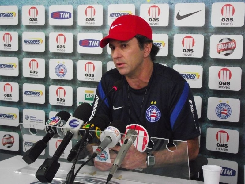 Caio Junior dá sua primeira entrevista como técnico do Bahia