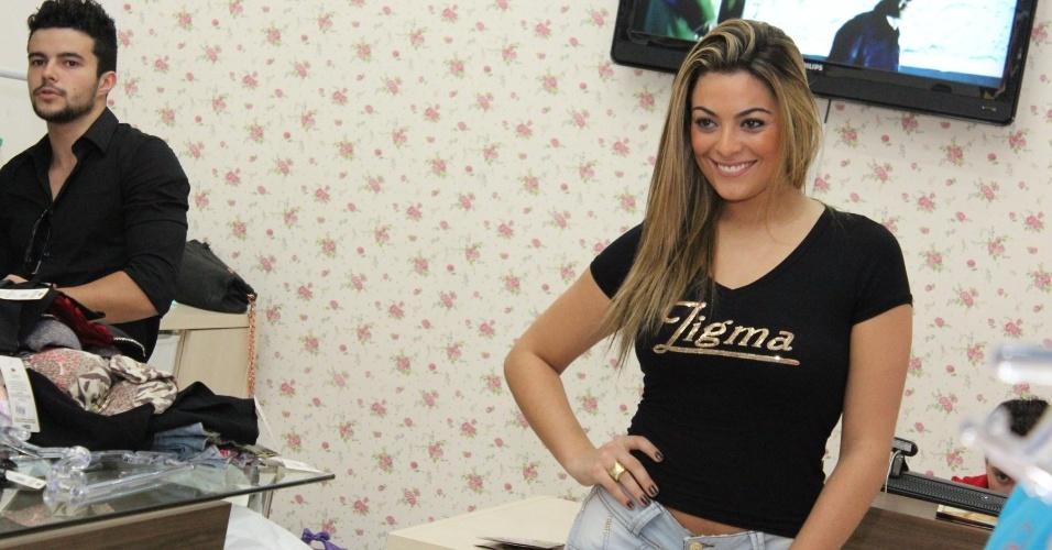 Ex-BBB Monique Amin participa de evento de moda no Paraná (23/7/2012)