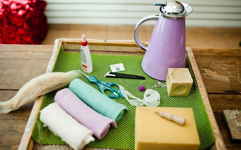 Materiais para fazer o bebê de feltro