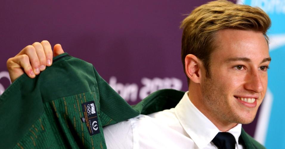 Matthew Mitcham, membro da seleção australiana de saltos ornamentais, chega para entrevista coletiva no parque olímpico (23/07/2012)
