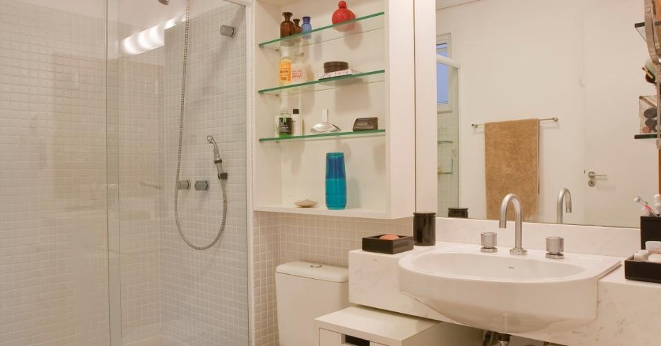 Banheiros pequenos dicas de decoração para quem tem pouco espaço  BOL Fotos -> Banheiros Com Pastilhas Em Cima Do Vaso