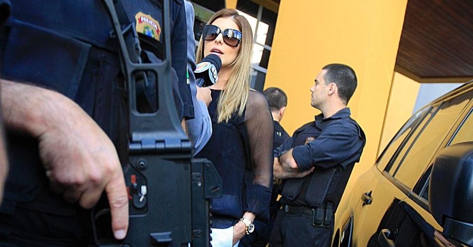 24.jul.2012 - Andressa Mendonça (centro), mulher de Carlinhos Cachoeira, chega à Justiça Federal de Goiânia para acompanhar os depoimentos de defesa e acusação dos réus das investigações da operação Monte Carlo