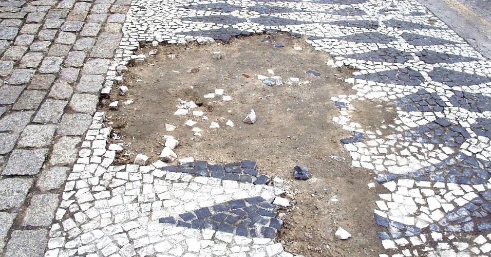 90% dos curitibanos não consideram as calçadas de Curitiba seguras e acessíveis
