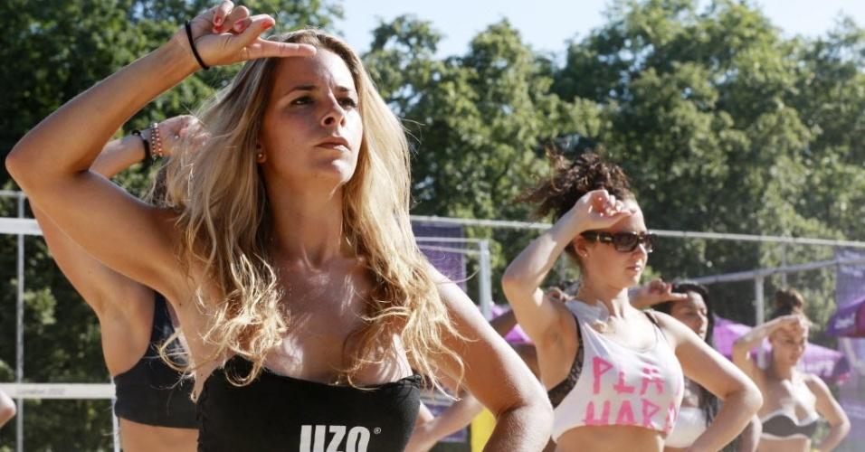 Belas dançarinas chamaram a atenção durante os treinos de vôlei de praia em Londres