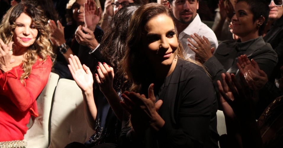 Ivete Sangalo foi muito assediada por fot&#243;grafos e jornalistas &#224; casa Miranda, no RJ (23/07/12)