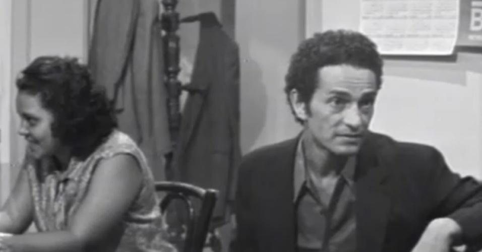 Nelson Xavier no papel de João da Silva, o protagonista da primeira novela educativa do Brasil, de 1973