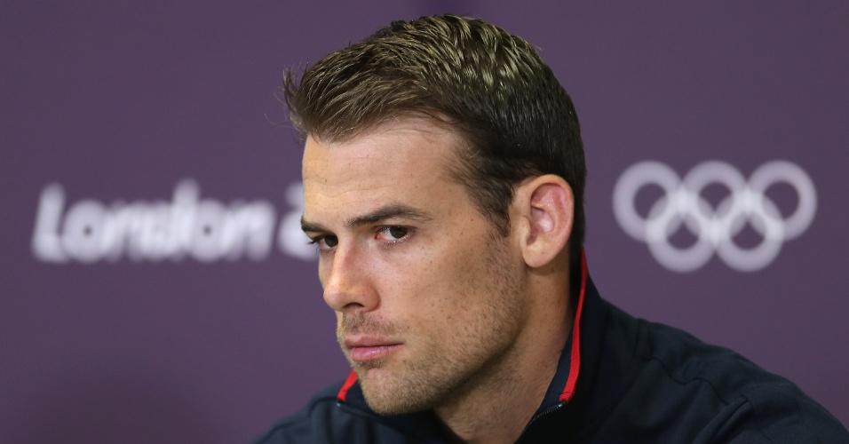 Russell Holmes, jogador da seleção norte-americana de vôlei, concede entrevista coletiva em Londres (24/07/2012)