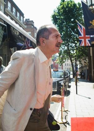 Aldo Rebelo em Londres; ministro segue sem atacar cartolas diretamente, mesmo após queda