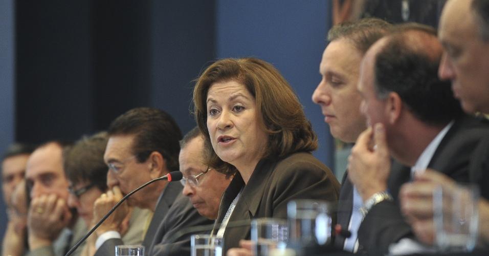 26.jul.2012 - A ministra do planejamento, Miriam Belchior, apresenta o quarto balanço do Programa de Aceleração do Crescimento 2 (PAC 2), em coletiva com outros ministros do governo, em Brasília