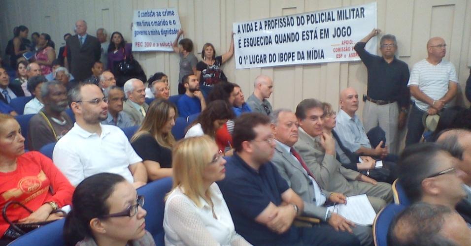 """26.jul.2012 - Audiência pública em São Paulo discute nesta quinta-feira (26) o afastamento do comando da Polícia Militar do estado, diante da """"perda do controle da segurança no Estado"""""""