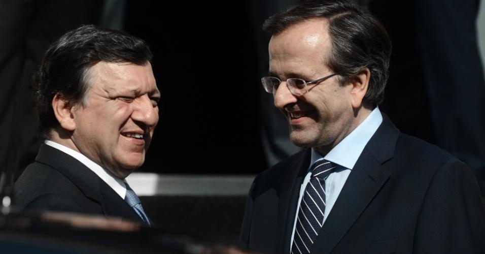 26.jul.2012 - O primeiro-ministro da Grécia, Antonis Samaras (à direita), recebe o chefe da Comissão Europeia, o português José Manuel Barroso, para um encontro em Atenas onde eles devem discutir o plano de recuperação da economia grega