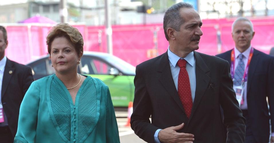 26.jul.2012 - A presidente Dilma Rousseff visita o centro internacional de transmissão nesta quinta-feira (26), na vila da imprensa dos Jogos olímpicos de Londres, no Reino Unido