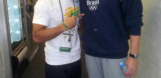 Boxeador Wallace Arcanjo tira foto ao lado de campeão olímpico e mundial dos 50 e 100 metros livre, César Cielo