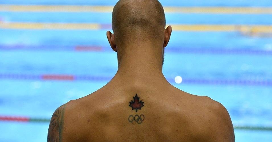 Brent Hayden escolheu a tradicional folha canadense e os aros olímpicos para enfeitar suas costas