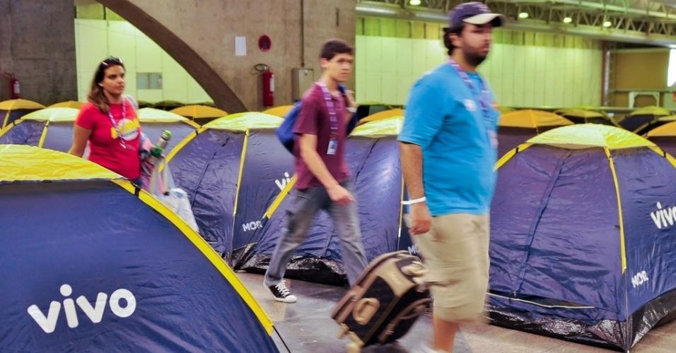 26.julho.2012 - Campuseiros chegam para a primeira edição da Campus Party Recife