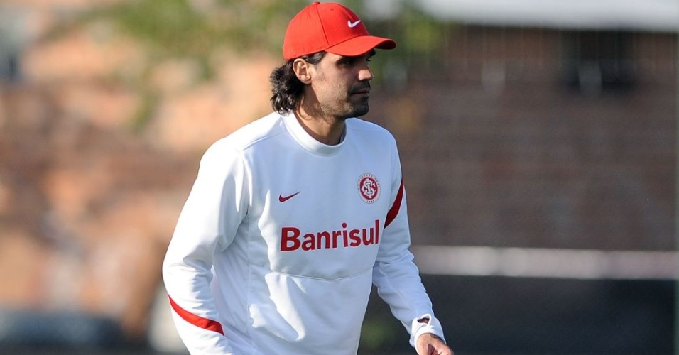 Fernandão se prepara para comandar treino do Inter no CT do Parque Gigante (26/07/12)