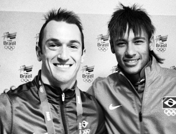 Ginasta Diego Hypolito posta foto de seu encontro com Neymar na Vila Olímpica