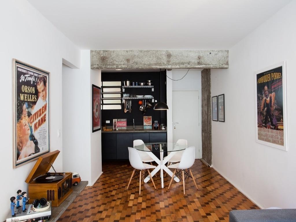 apartamento 43 teve reforma e design de interiores assinados por  #9A5E31 1024x768 Banheiro Antigo Reformado