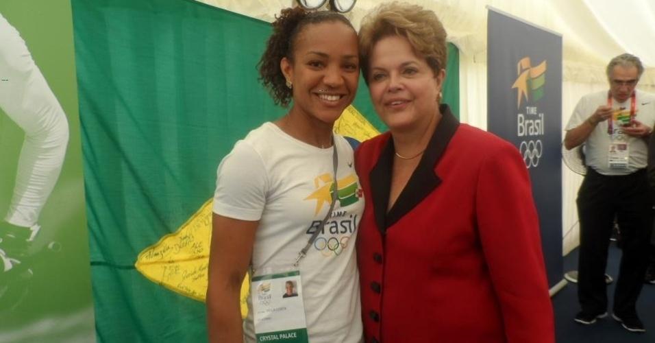 Atleta Keila Costa posta foto ao lado da presidente Dilma Rousseff em Londres
