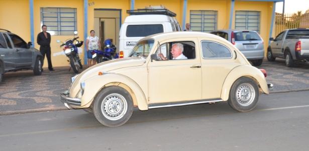 Candidato a prefeito mais velho do Brasil, Sebastião Biazzo (PMDB), de 89 anos (na foto, no Fusca) já foi prefeito de Aguaí (193 km de São Paulo) cinco vezes