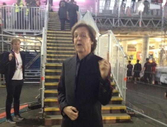 Músico britânico Paul McCartney momentos antes da sua apresentação na cerimônia de abertura dos Jogos