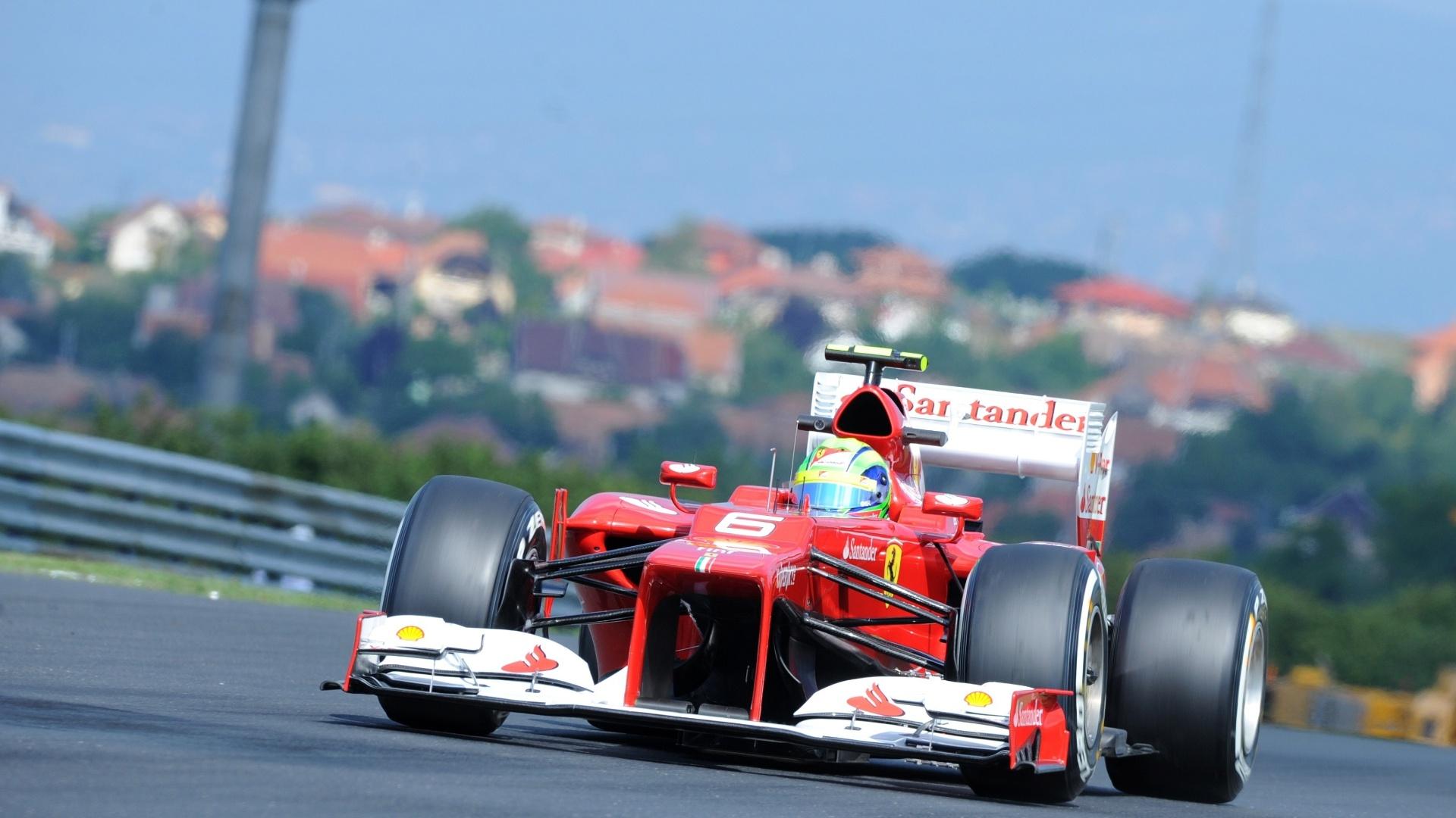 O brasileiro Felipe Massa já avisou que irá ajudar o líder Fernando Alonso e na primeira sessão de treinos acabou na sétima colocação