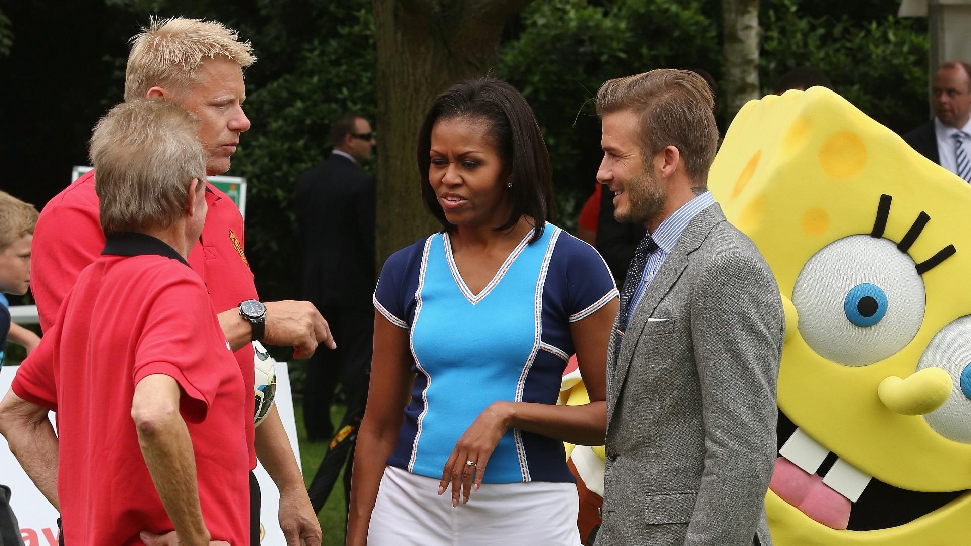 Peter Schmeichel, Michelle Obama e David Beckham, com Bob Esponja ao fundo, em evento em Londres