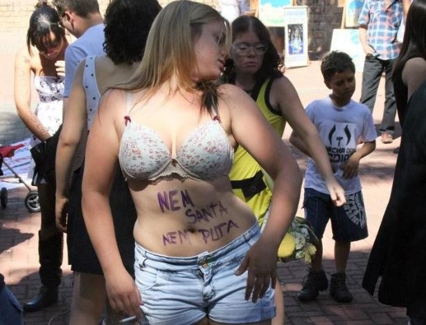 28.jul.2012 - Mulheres se reúnem em São José do Rio Preto, inteiror de São Paulo, para a Marcha das Vadias, protesto mundial contra todos os tipos de violência sofridos pela mulher
