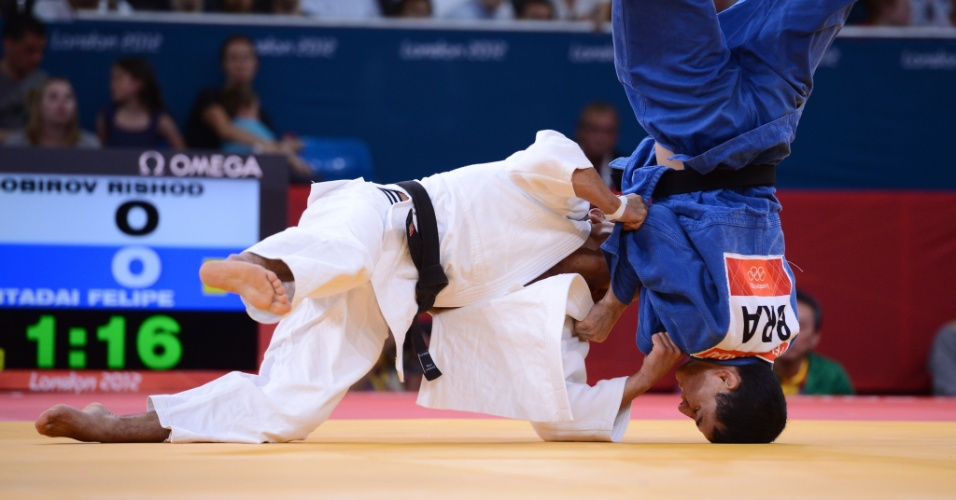 Brasileiro Felipe Kitadai sofreu um ippon de uzbeque Rishod Sobirov e foi eliminado na terceira fase. Ele poder&#225; lutar somente pelo bronze agora