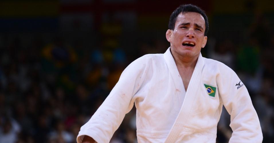 Felipe Kitadai chora após derrotar italiano Elio Verde e assegurar medalha de bronze na categoria até 60 kg