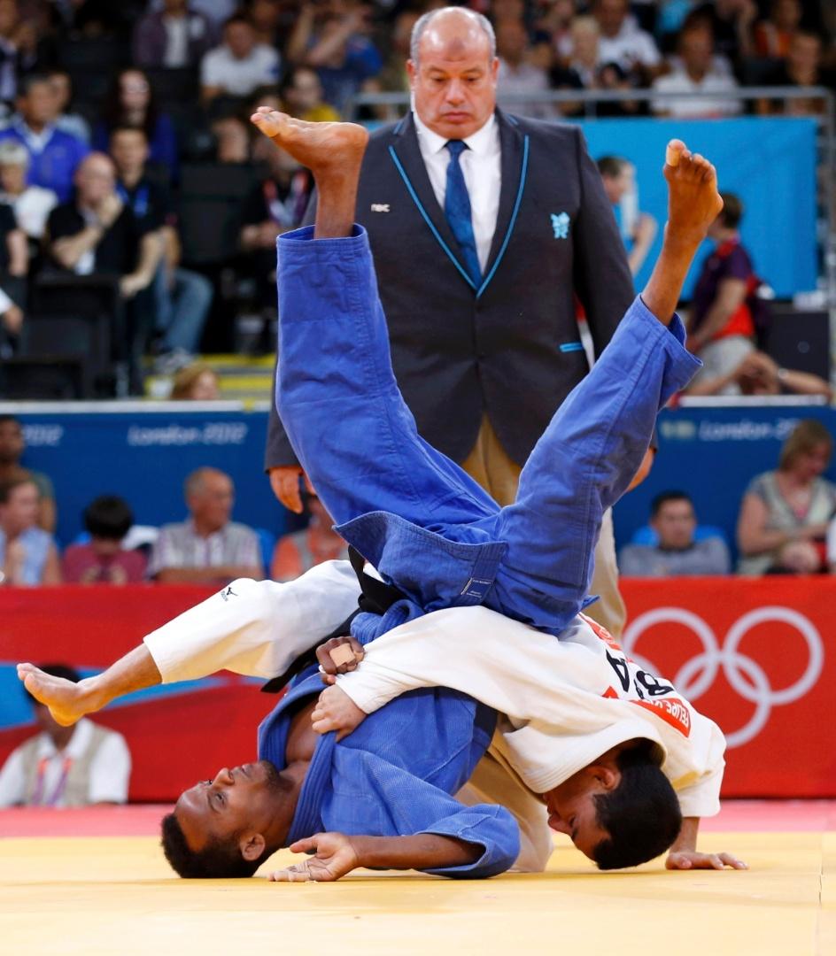Felipe Kitadai conseguiu avançar à terceira fase na categoria até 60 kg ao derrotar o saudita Eisa Majrashi, de branco