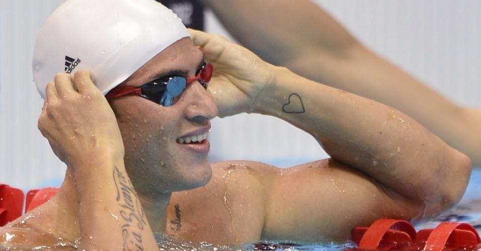 Francês Giacomo Perez-Dortona exibe suas tatuagens após nadar eliminatórias no primeiro dia da natação em Londres (28/07)