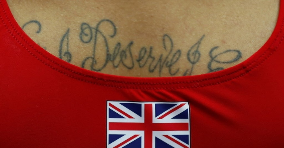 Ginasta britnico exibe tatuagem durante primeiro dia de disputas da modalidade em Londres