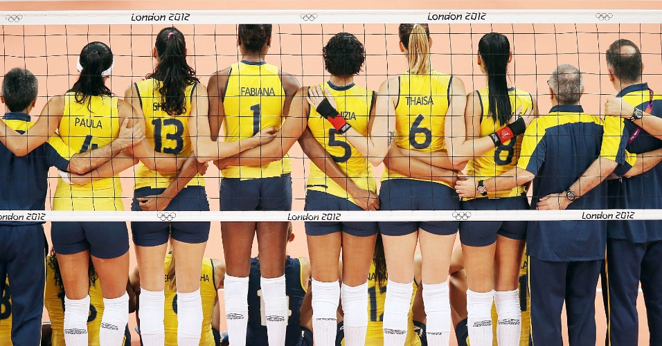 Jogadoras da sele&#231;&#227;o brasileira de v&#244;lei posam para a foto antes da estreia contra a Turquia