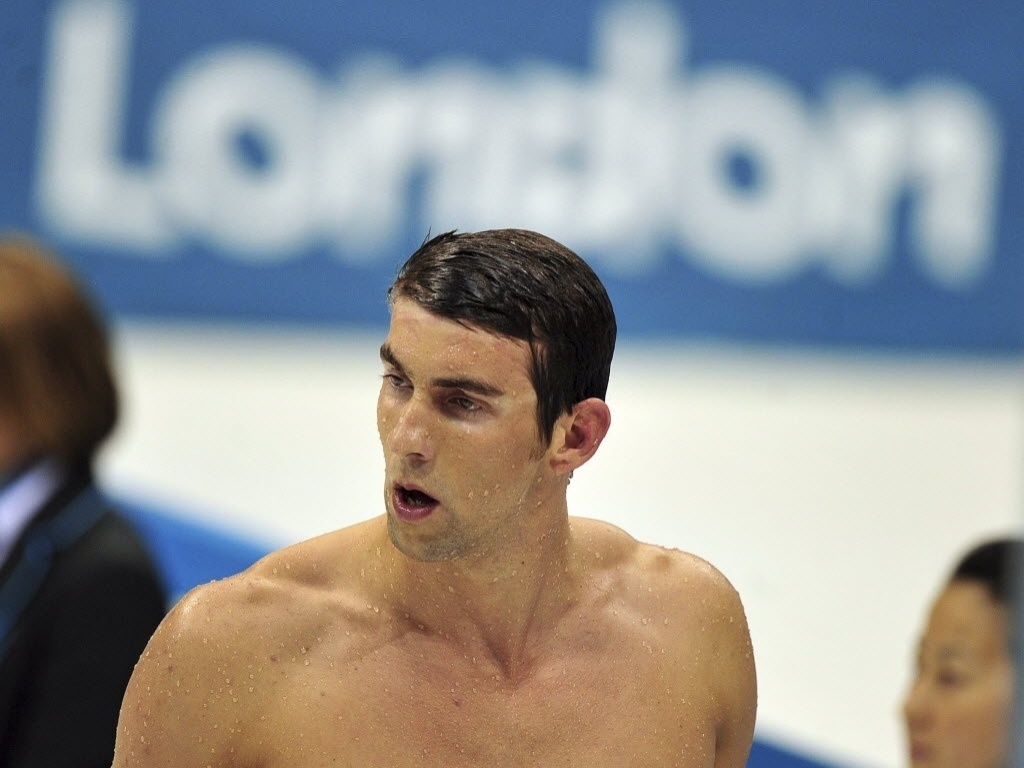 Michael Phelps deixou a piscina de Londres decepcionado com o quarto lugar nos 400 m medley