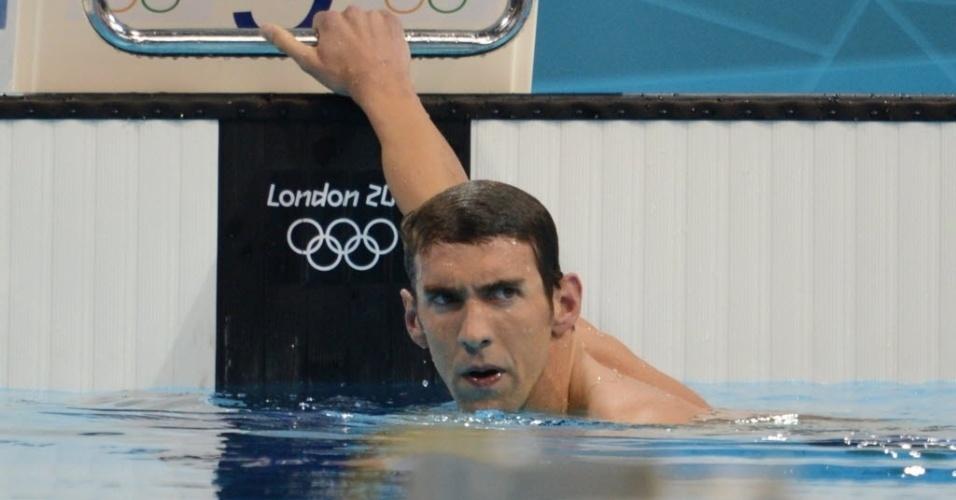 Michael Phelps mostra decepção por ficar fora do pódio na chegada da prova dos 400 m medley em Londres