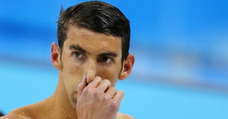 Nadador americano Michael Phelps mostra decepção após ficar fora de pódio em Londres