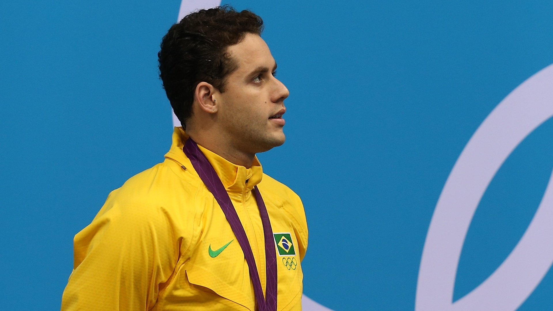 Nadador Thiago Pereira posa com a medalha de prata conquistada nos 400 m medley, nos Jogos Olmpicos de Londres