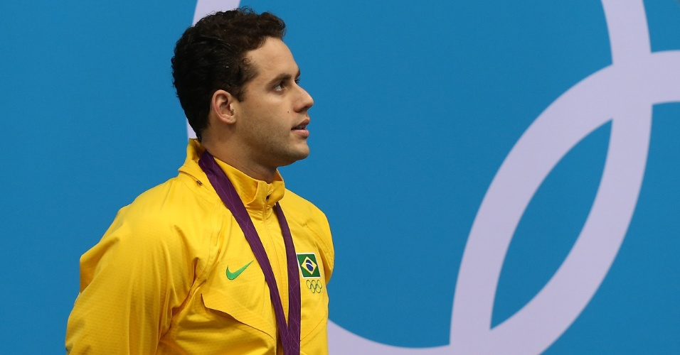 Nadador Thiago Pereira posa com a medalha de prata conquistada nos 400 m medley, nos Jogos Ol&#237;mpicos de Londres