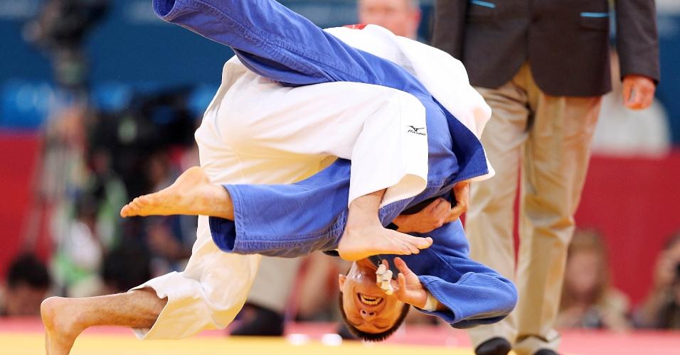 O brasileiro Felipe Kitadai tenta o golpe contra o sul-coreano Gwang-Hyeon Choi